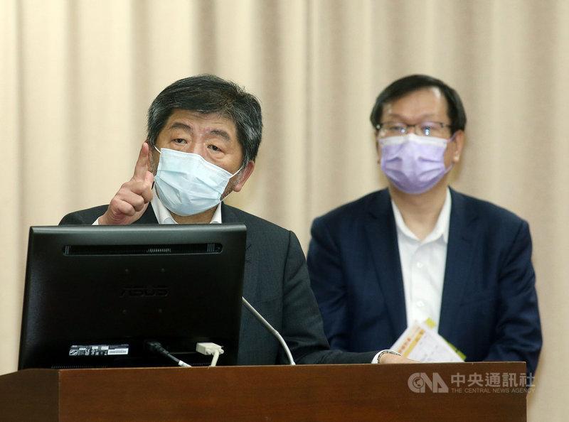 台北市好心肝診所爆發私打疫苗風波。衛生福利部長陳時中(左)10日在立法院說,疫苗的事情大家都很關心,有任何行政的問題,都要嚴查嚴辦。中央社記者郭日曉攝 110年6月10日