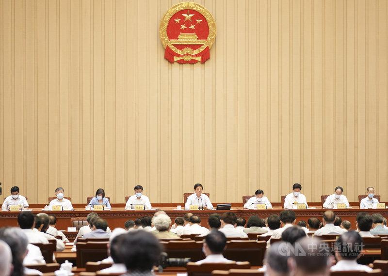 中國全國人大常務委員會第29次會議(圖)10日通過「反外國制裁法」,中國國家主席習近平隨後簽發主席令,新法即日起公布施行。(中新社提供)中央社 110年6月10日