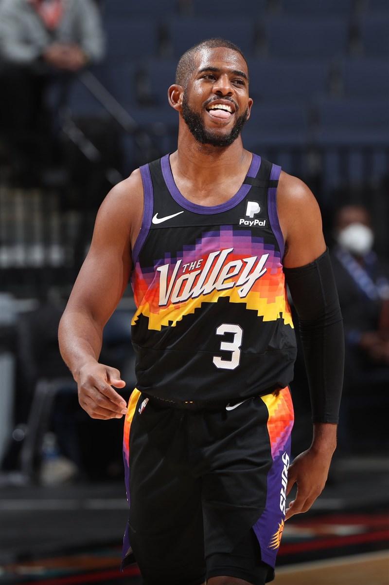 NBA鳳凰城太陽隊9日靠保羅(圖)領航,助球隊以123比98擊敗丹佛金塊取得2連勝。(圖取自twitter.com/CP3)