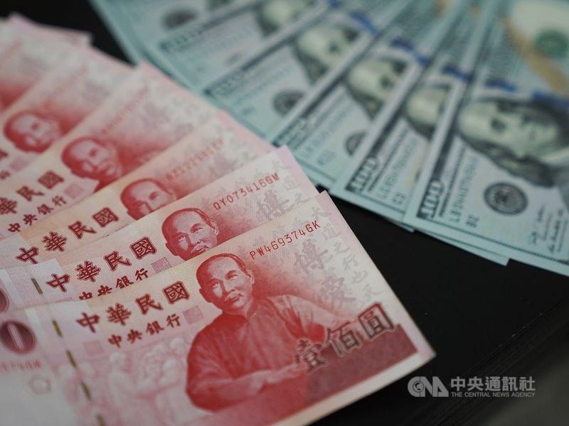 新台幣兌美元10日中午暫收27.70元,升6.7分,成交金額3億美元。(中央社檔案照片)