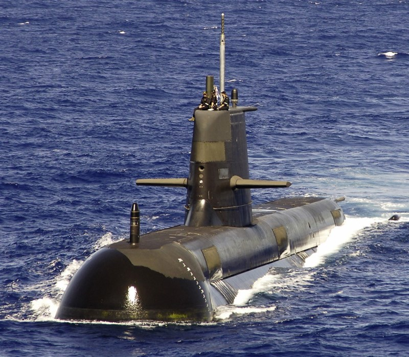 因應中國軍事威脅日益嚴重,澳洲政府將斥資澳幣100億元,翻修現役柯林斯級艦隊的6艘潛艇。圖為澳洲海軍柯林斯級艦隊的潛艦「藍金」。(圖取自維基共享資源,版權屬公眾領域)