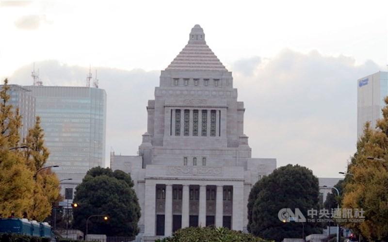 日本國會參議院11日院會無異議表決通過決議案,要求各國同意台灣從明年起參與WHA。圖為日本國會大廈。(中央社檔案照片)