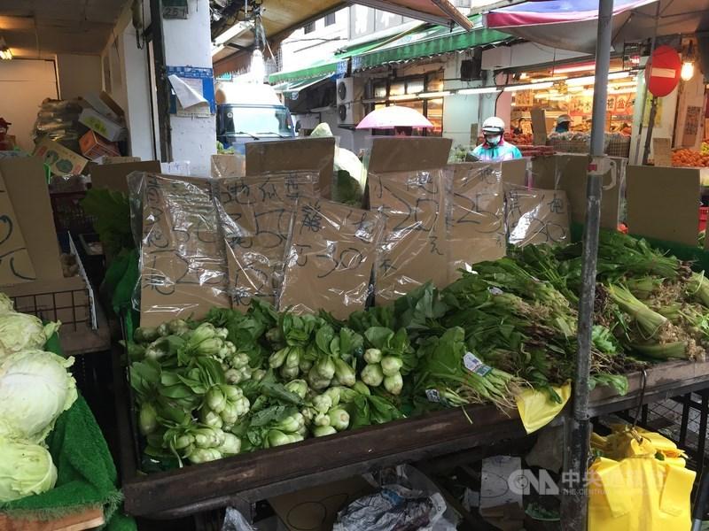 台北農產公司11日表示,中南部日前受梅雨影響,產地蔬菜受損,影響供應量,且端午連節將屆,需求增加,導致近日菜價上漲。(中央社檔案照片)
