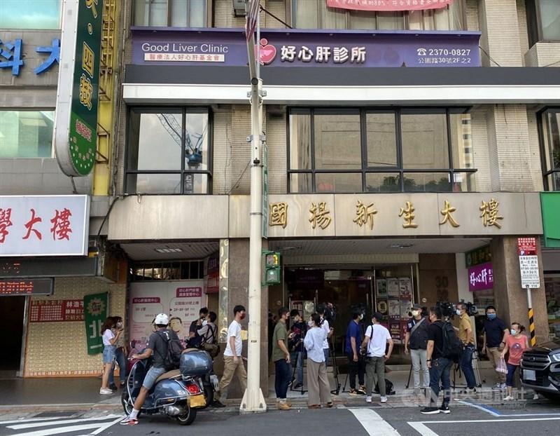 北市好心肝診所偷打疫苗,網上並流傳接種名單。台北市長柯文哲11日表示,名單都拿到台北地檢署,就待後續調查。(中央社檔案照片)