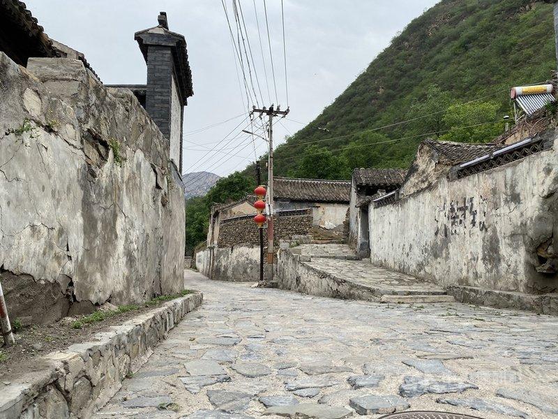 北京門頭溝區齋堂鎮內的黃嶺西村始建於元末明初時期,過去是主產煤礦的山城,如今則逐漸改為發展特色民宿。中央社記者繆宗翰北京攝  110年6月12日