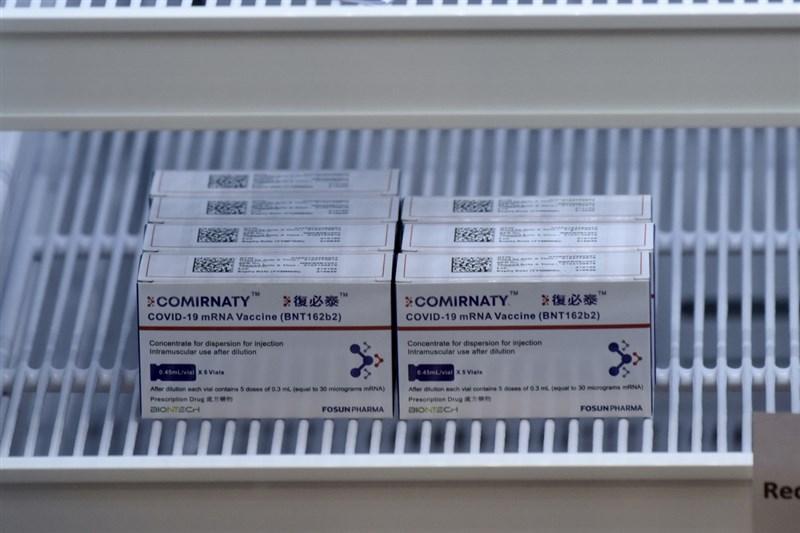 據陸媒報導,中國上海復星醫藥公司11日表示,德國BNT疫苗的台灣代理權在復星,不管是台灣民間還是官方採購,都必須透過復星。圖為香港的BNT疫苗「復必泰」。(中新社提供)中央社 110年6月12日