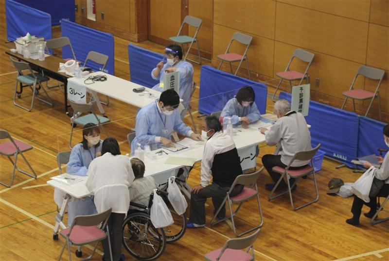 日本全國年長者接種率則為28%,但福島縣相馬市年長者接種率卻高達84%,一部分要歸功於從311大地震學到的教訓。(共同社)