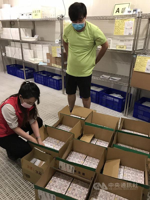日本捐贈124萬劑AZ疫苗,南投縣獲撥配1萬8000劑,衛生局表示,各接種服務機構預計15日上午9時起同步開放電話預約,不開放現場登記,16日上午9時開始接種疫苗,若民眾不清楚南投縣各鄉鎮市疫苗接種機構地點、時間等資訊,可洽詢衛生局。(南投縣政府提供)中央社記者蕭博陽南投縣傳真  110年6月12日