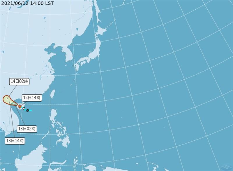 今年第4號輕度颱風小熊12日下午2時形成,往中國大陸方向移動,對台灣無直接影響。(圖取自中央氣象局網頁cwb.gov.tw)