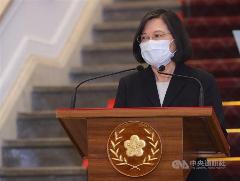 總統府發言人張惇涵13日表示,還原11日當天的訪問,總統蔡英文(圖)未曾說過泰國政府「阻擋」疫苗出口的話。(中央社檔案照片)