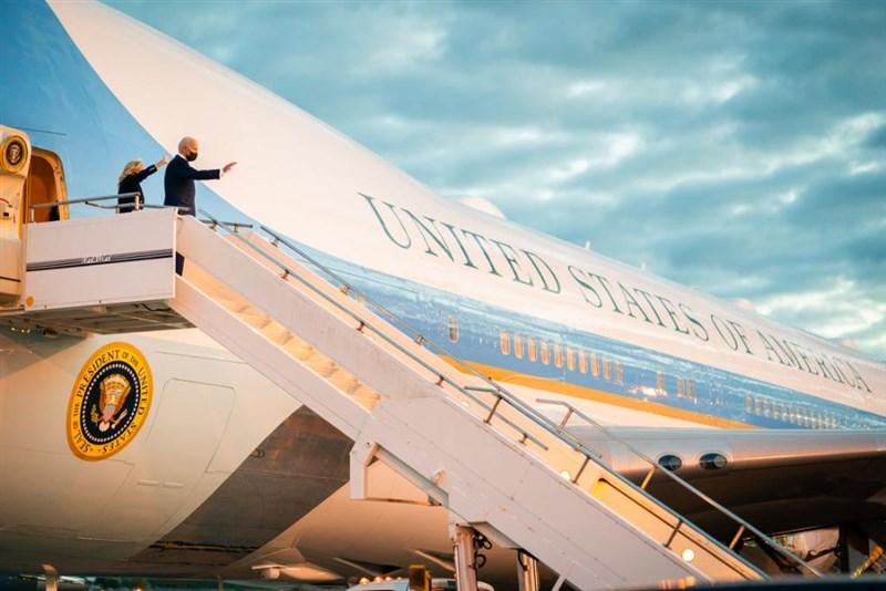 美國總統拜登13日轉往比利時出席北約及歐盟峰會,外界預期美歐將修補川普時代的緊張關係,探討合作應對中國等地緣政治挑戰。(圖取自twitter.com/POTUS)