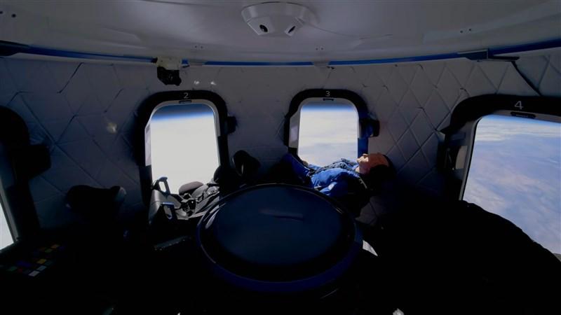 亞馬遜公司創辦人貝佐斯旗下航太事業藍源公司載人太空船下個月將升空。(圖取自Blue Origin YouTube頻道網頁youtube.com)