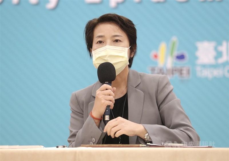 台北市副市長黃珊珊(圖)14日表示,與中央疫情指揮官陳時中電話溝通很順暢,但地方政府面對民眾質疑疫苗政策,希望可以趕緊跟市民解釋怎麼才打得到。(中央社檔案照片)
