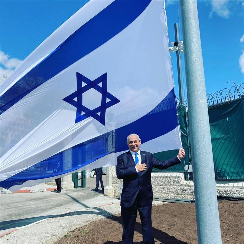 執政12年的以色列「尼坦雅胡魔法」開始煙消雲散,國會通過右翼政治領袖班奈特組閣。圖為尼坦雅胡13日在臉書分享自己的相片,並細數過往政績。(圖取自facebook.com/Netanyahu)