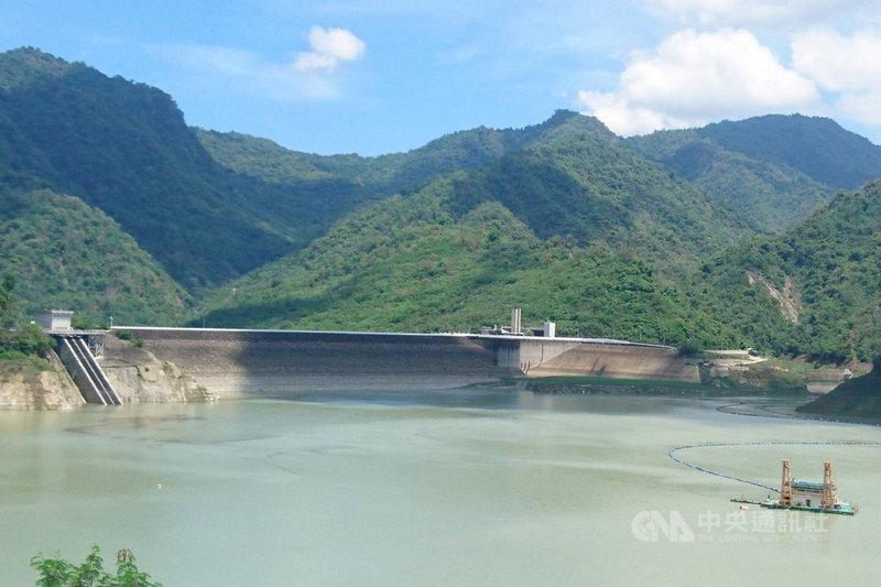 台南市水利局指出,日前滯留鋒面離開後,台南地區轉為典型午後雷陣雨天氣型態,午後熱對流所帶來的降雨持續為水庫增加蓄水量,目前曾文水庫蓄水率已回升到20%以上,但仍需持續節約用水。(台南市水利局提供)中央社記者楊思瑞台南傳真 110年6月14日