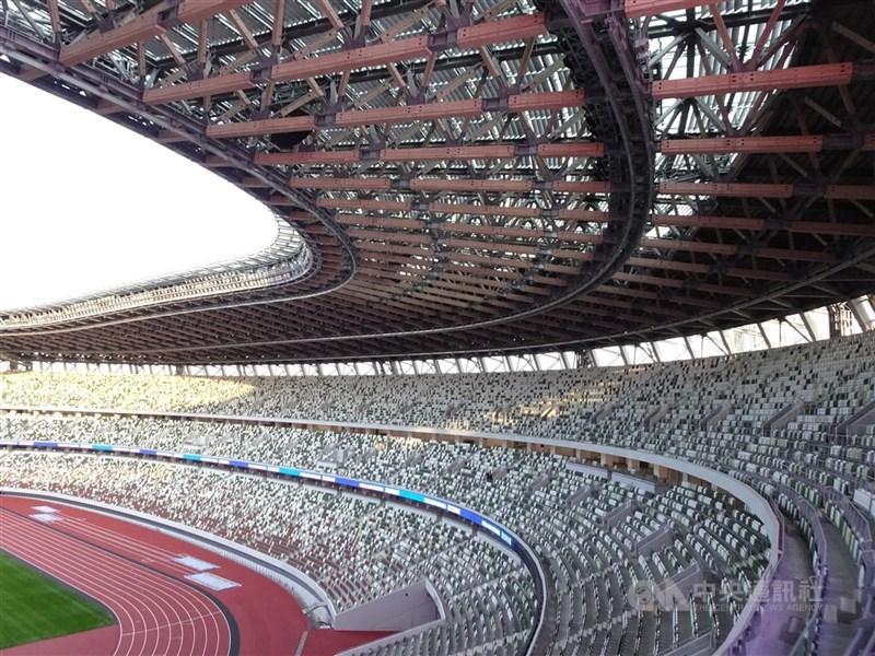 日本首相菅義偉13日表示,6月底前將決定預定7月23日開幕的東京奧運是否開放觀眾進場。圖為東奧主場館。(中央社檔案照片)
