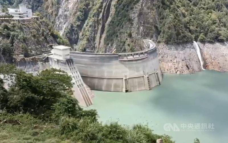 德基水庫水位持續上升,根據經濟部水利署防災資訊服務網資料,德基水庫15日的水位來到1352公尺,有效蓄水率21.4%,目前以全力蓄水為目標,暫時不發電。(民眾提供)中央社記者趙麗妍傳真 110年6月15日