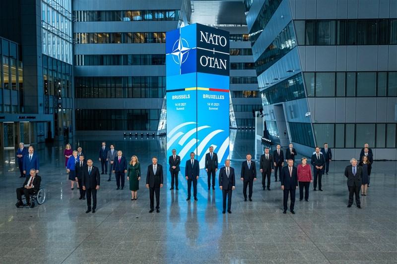 北大西洋公約組織(NATO)30成員國14日在比利時首都布魯塞爾召開領袖峰會。(圖取自twitter.com/jensstoltenberg)