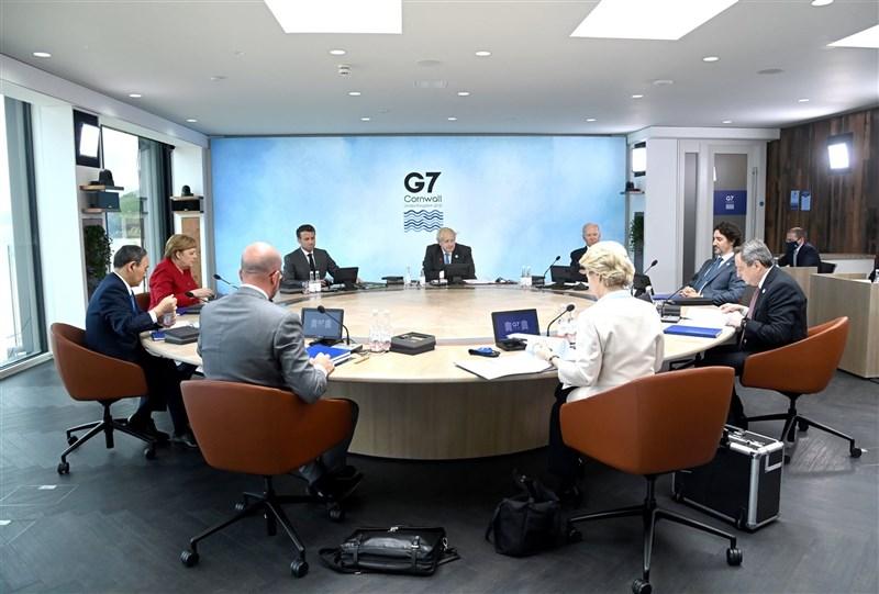 七大工業國集團(G7)13日在峰會公報中首度提及台灣局勢。日媒報導,G7各國原對提及台灣有歧異,在日美力促下,各國領袖於發表公報前數小時定案。(圖取自facebook.com/G7)
