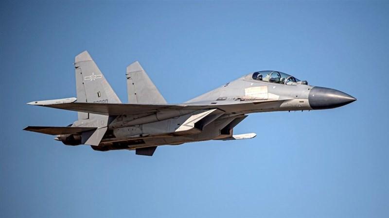 中共殲16等28架軍機15日大規模擾台。美國國防部譴責共軍行動破壞穩定,增加誤判風險。圖為殲16同型機。(圖取自國防部網頁mnd.gov.tw)