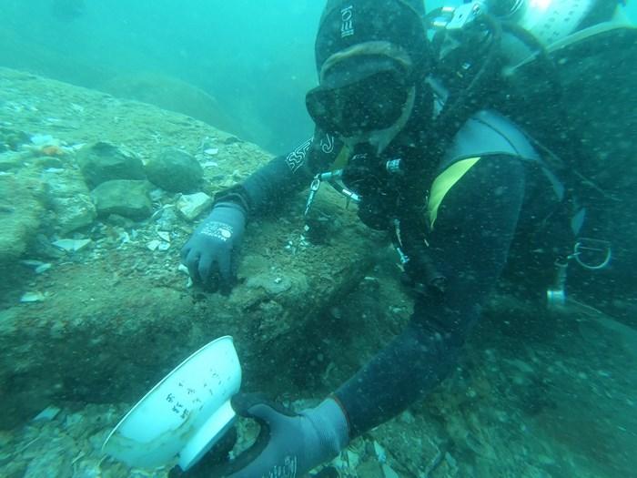 考古學家在新加坡海域發現兩艘數百年歷史的沉船,裡面有大量瓷器和其他古物。(圖取自尤索夫伊薩東南亞研究所網頁iseas.edu.sg)