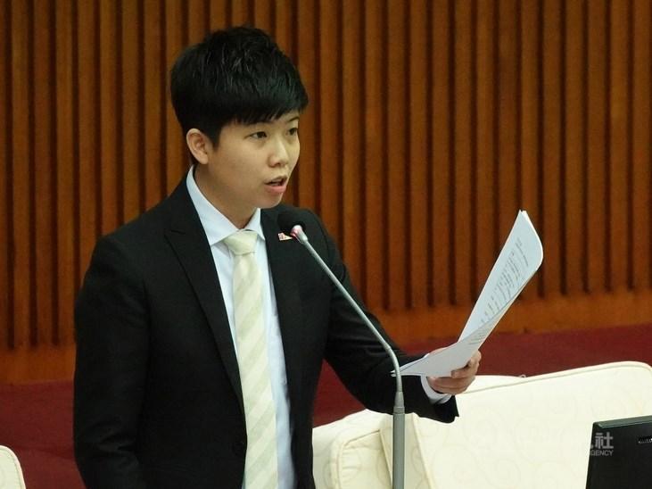 國內疫情延燒,台北市議員苗博雅(圖)在政論節目的「全國陪雙北坐牢」言論引爭議,指揮中心指揮官陳時中16日喊話全島一命才是面對疫情正確態度。(中央社檔案照片)