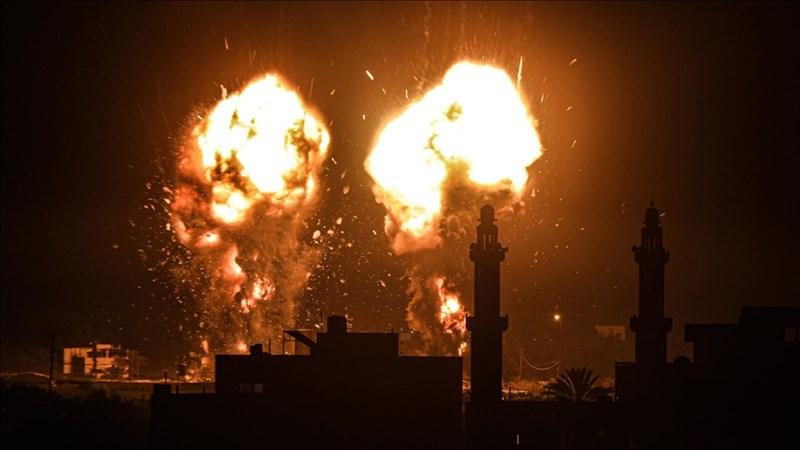巴勒斯坦自治區武裝分子15日朝以色列南部施放縱火氣球後,以色列空軍接著對加薩走廊發動空襲。圖為以色列空襲加薩走廊。(安納杜魯新聞社)