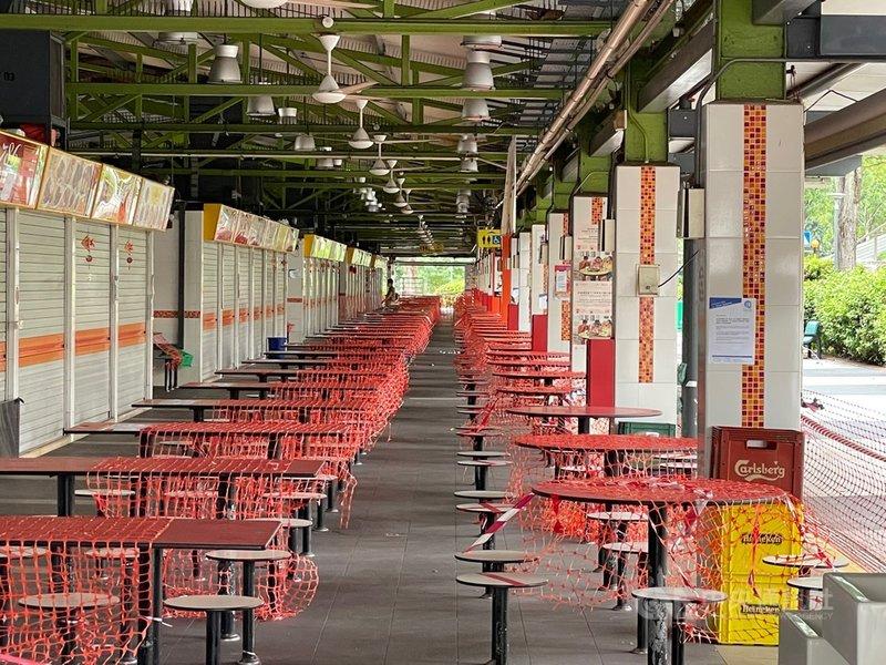 新加坡紅山景市場與熟食中心(Bukit Merah View Market & Hawker Center)近期出現感染群,該地點已關閉進行徹底清潔。中央社記者侯姿瑩新加坡攝 110年6月17日