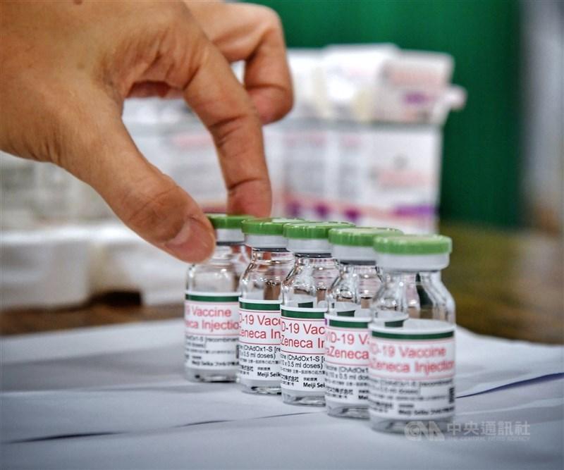 衛福部長陳時中17日說,對以往的疫苗採購很抱歉,進貨速度事實上慢,但也盡力多方溝通。圖為日本捐贈的AZ疫苗。中央社記者王飛華攝 110年6月16日
