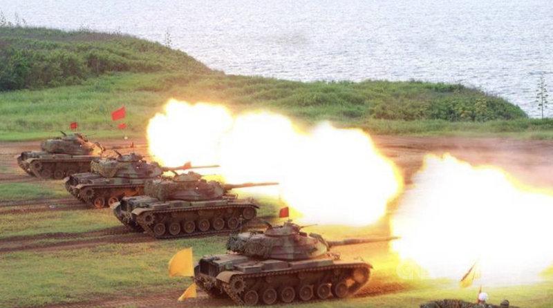 為確保戰力不受影響,陸軍澎防部16日實施鎮疆操演火砲實彈射擊,展現防區精實訓練成果及堅實戰力。(軍聞社提供)中央社記者游凱翔傳真  110年6月17日