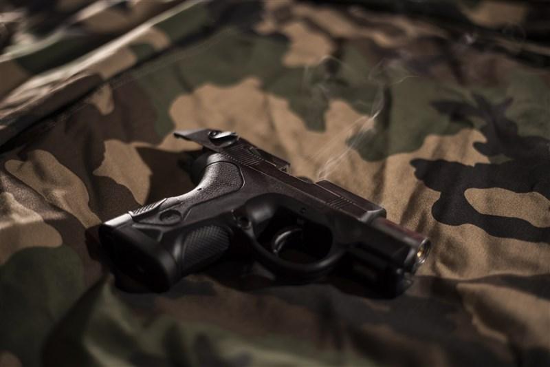 美國德州州長艾波特16日簽署法案,允許德州民眾無須許可證,就可以在一般狀況與公開場合中攜帶手槍。(圖取自Unsplash圖庫)