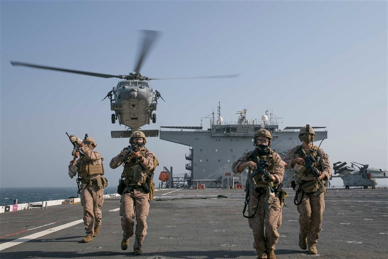美國國防部考慮在太平洋地區建立一支常設性的海軍特遣部隊,以對抗中國的軍事力量。圖為美國第15海上遠征部隊進行訓練。(圖取自facebook.com/USNavy)