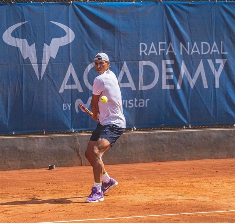 西班牙男子網球名將納達爾17日宣布,為了延長個人職業生涯,他決定不參加今年的溫布頓網球賽和東京奧運。(圖取自instagram.com/rafaelnadal)