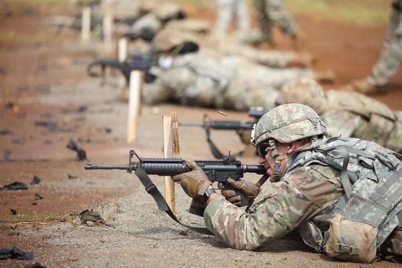 美國聯邦眾議院17日表決通過廢除2002年對伊拉克用兵的「作戰授權法」。圖為美軍訓練情形。(圖取自facebook.com/USarmy)