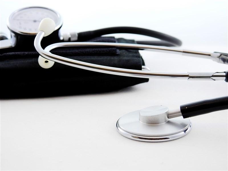 衛福部18日公布去年十大死因統計,總死亡人數共17.3萬人,較前年減少,而癌症則蟬聯39年十大死因之首。(示意圖/圖取自Pixabay圖庫)