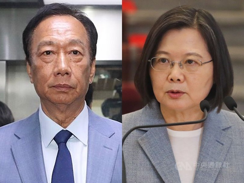 鴻海及永齡基金會創辦人郭台銘(左)表示,希望能會見總統蔡英文(右),因為「沒有蔡總統的明確裁示,疫苗的採購永遠不能真正的開始」。(中央社檔案照片)