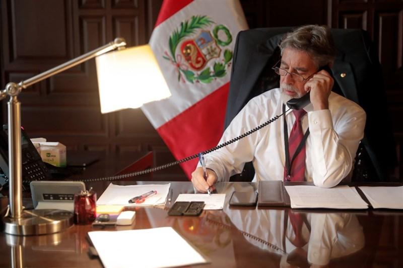 秘魯臨時總統薩加斯蒂(圖)18日痛批,武裝部隊退役人員呼籲軍隊阻止左翼候選人卡斯蒂約擔任總統之舉令人無法接受。(圖取自facebook.com/franciscosagasti)