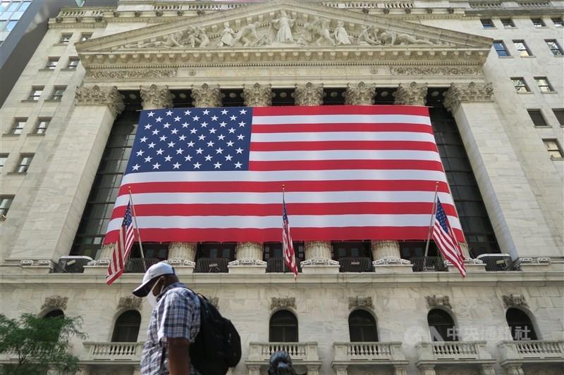 美股18日收黑,道瓊工業指數連續第5個交易日下跌。圖為美國紐約證交所。(中央社檔案照片)