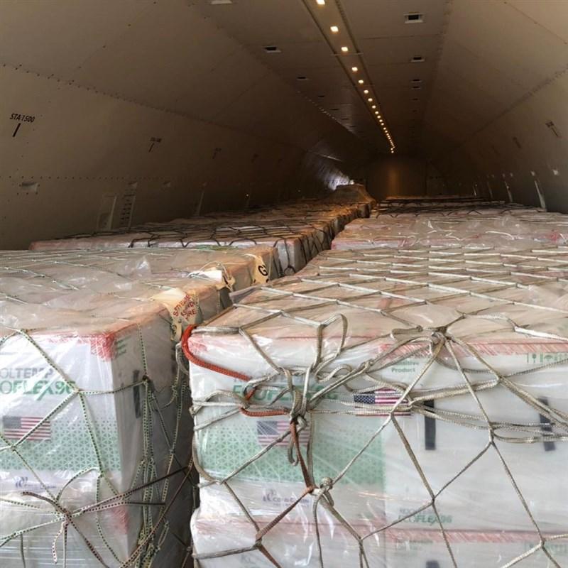 台灣華航班機19日載運美方捐贈的250萬劑莫德納疫苗(圖)自田納西州曼菲斯市起飛,預計20日傍晚抵達台北。(圖取自instagram.com/tsai_ingwen)