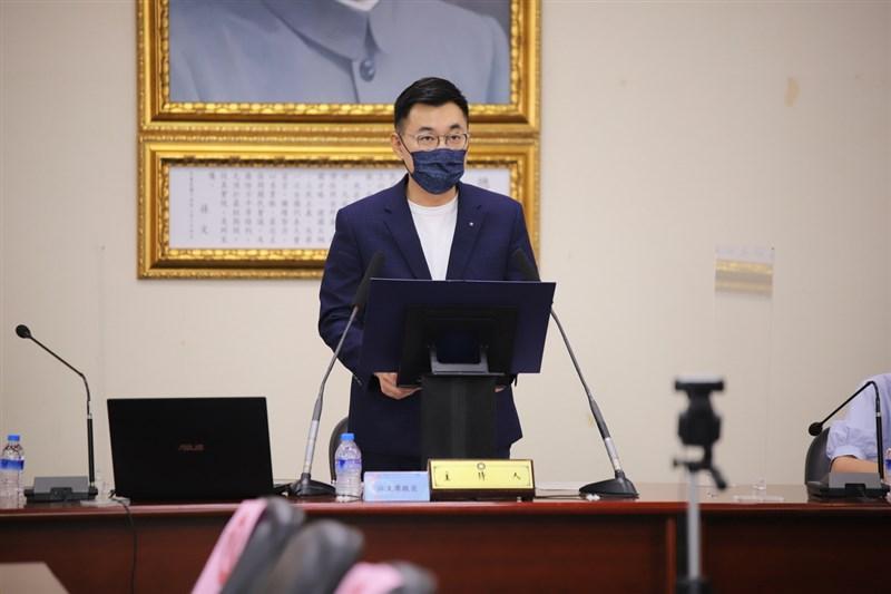 美國捐贈250萬劑COVID-19疫苗明天將送抵台灣,國民黨主席江啟臣19日表示,感謝美國協助,在台灣疫情最危急的時候,各方幫忙都令人感動。(國民黨提供)