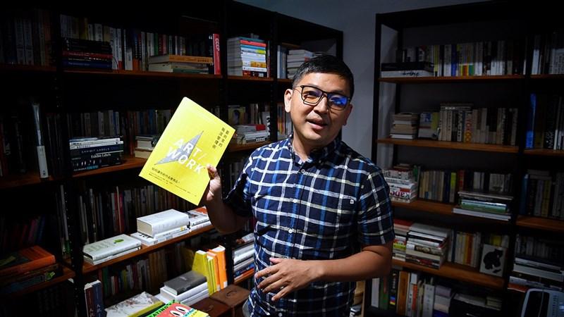 阿橋社創辦人陳柏谷,立志要做藝術產業的橋梁。(攝影:王飛華)