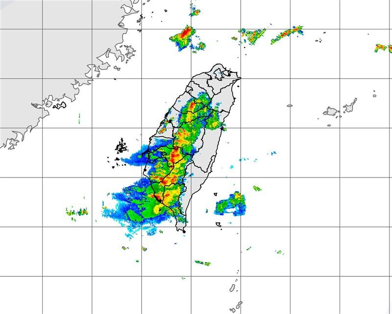 中央氣象局20日上午發布針對中南部10縣市發布豪、大雨特報。圖為上午11時20分雷達回波圖。(圖取自中央氣象局網頁cwb.gov.tw)