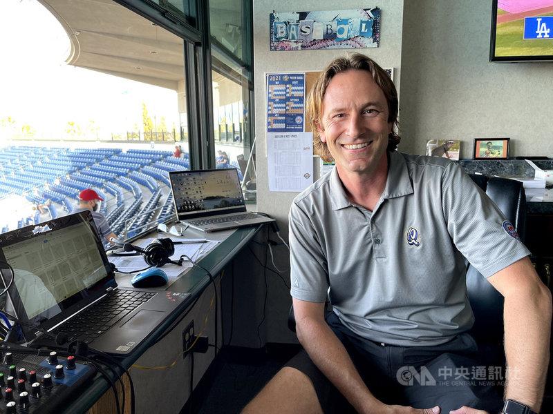 美國職棒道奇隊小聯盟1A的地震隊賽事主播麥可.林茲考格(Mike Lindskog)表示,多年來棒球賽是如此的理所當然,去年受到疫情中斷,現在更珍惜有球可以看。中央社記者林宏翰洛杉磯攝  110年6月21日