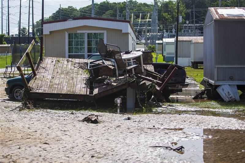 熱帶風暴克勞德特席捲美國東南部,造成阿拉巴馬州12人死亡。圖為熱帶風暴洪水消退後景象。(美聯社)