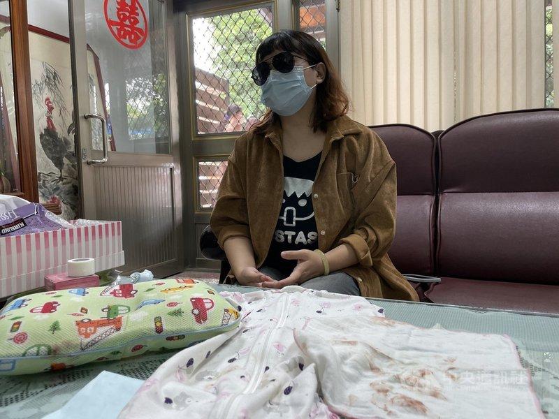 雲林縣虎尾鎮蘇姓女子21日下午4時打完AZ疫苗返家,晚間11時擠母乳餵2個月大的女兒,22日凌晨發現女兒口腔冒血、無生命跡象,送醫後仍不治;蘇女懷疑死因與疫苗有關。中央社記者姜宜菁攝 110年6月22日