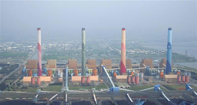 為提升中部地區空氣品質並增加自主供電能力,行政院22日核發台中電廠新增燃氣計畫特種建築物許可,盼西元2025年陸續上線發電。(台電提供)