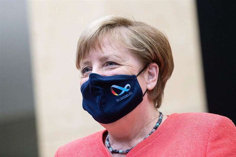 德國總理梅克爾先前接種AZ疫苗後,第二劑已接受施打莫德納疫苗。(圖取自instagram.com/bundeskanzlerin)