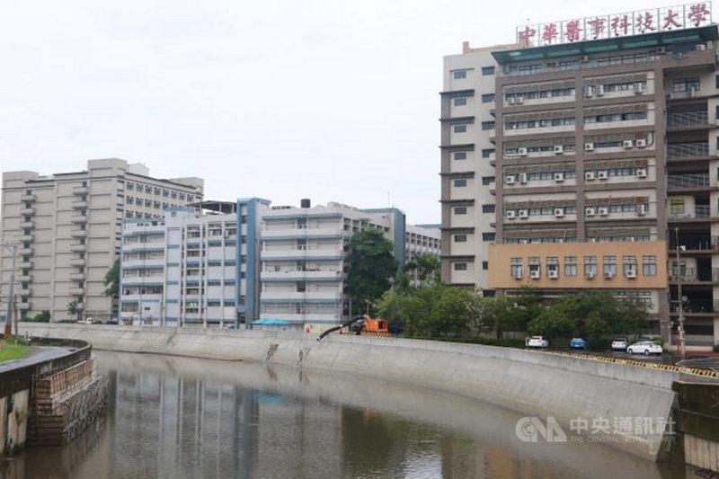 中華醫事科技大學附近的三爺溪流域過去經常出現水患,護岸整治工程已完工,將可改善水患情況。(台南市政府提供)中央社記者楊思瑞台南傳真  110年6月23日