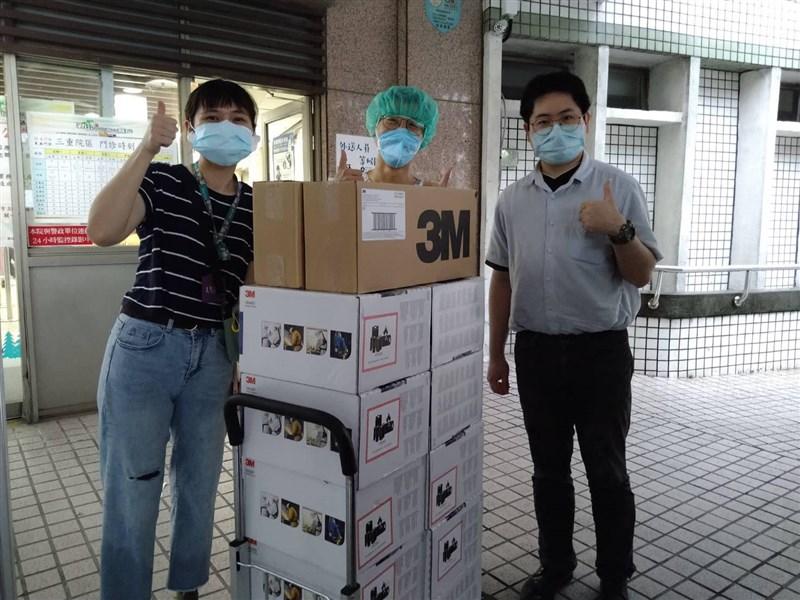 藝人賈永婕捐23日再宣布捐出7支電子影像喉頭鏡。(圖取自賈永婕的跑跳人生臉書facebook.com)