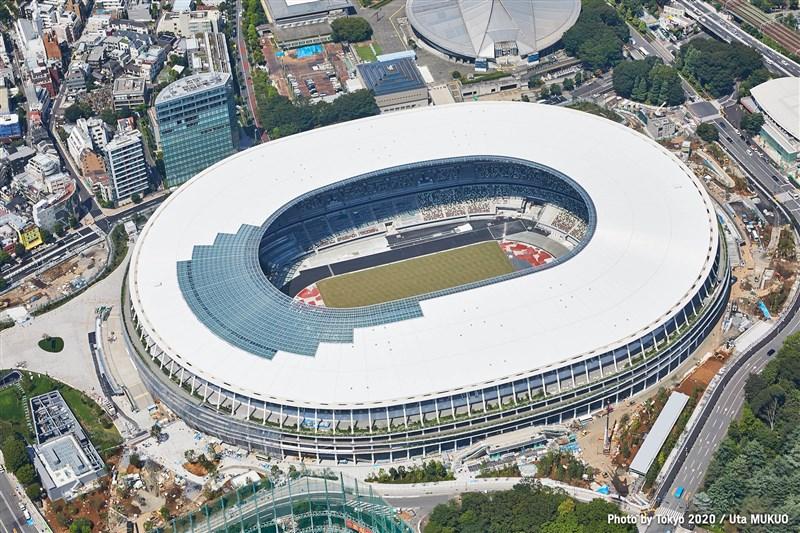 國際奧林匹克委員會與東京都政府等召開五方會談決定,東京所有比賽場館採閉門賽。圖為東京奧運主場館「國立競技場」。(圖取自facebook.com/tokyo2020)